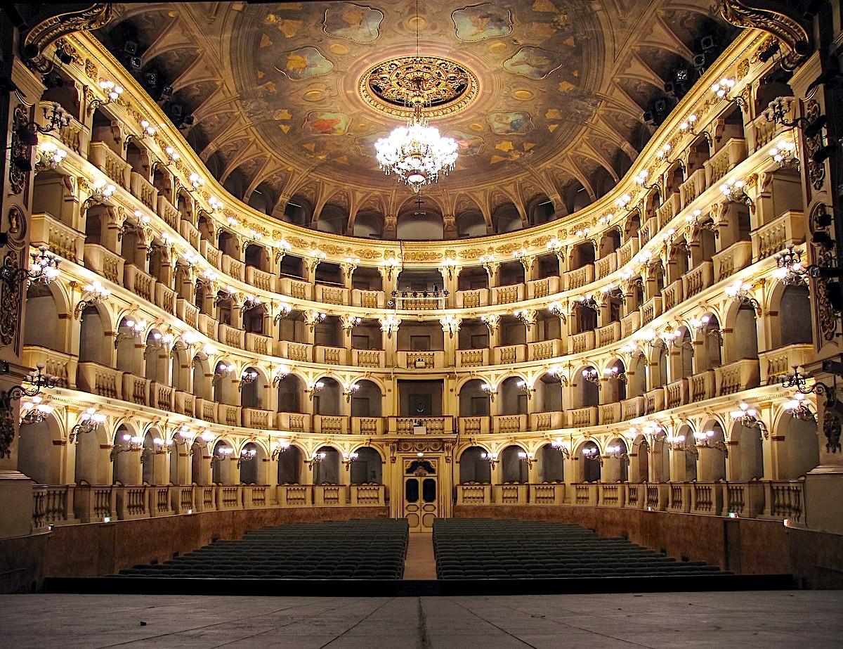 Teatro Comunale (Bologna)   Foto di Lorenzo Gaudenzi, via Wikimedia