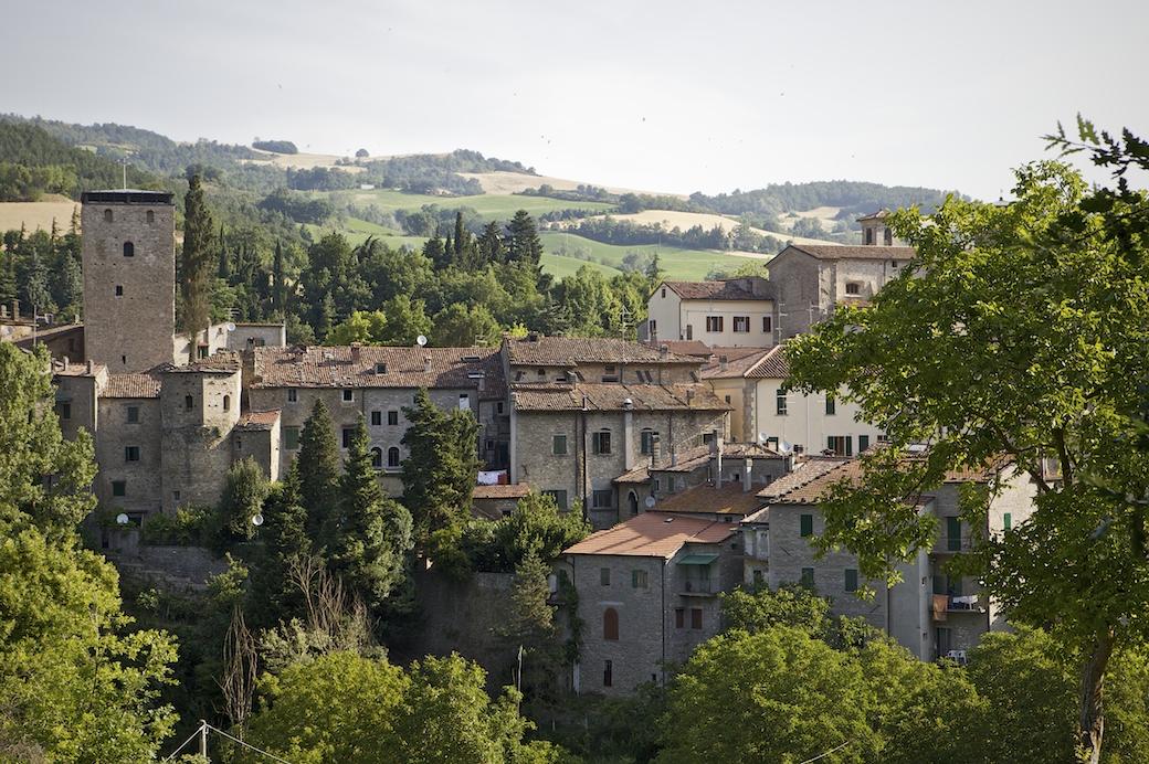 Emilia romagna borghi portico di romagna e san benedetto for Portico anteriore a trave aperta
