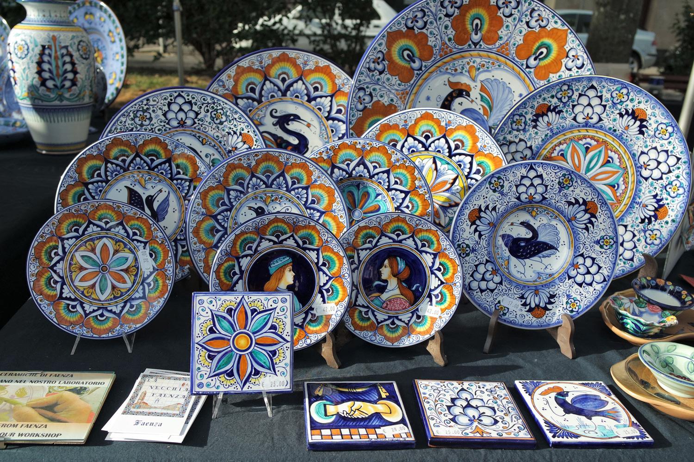 Piatti e formelle di maiolica   Foto da lavecchiafaenza.it