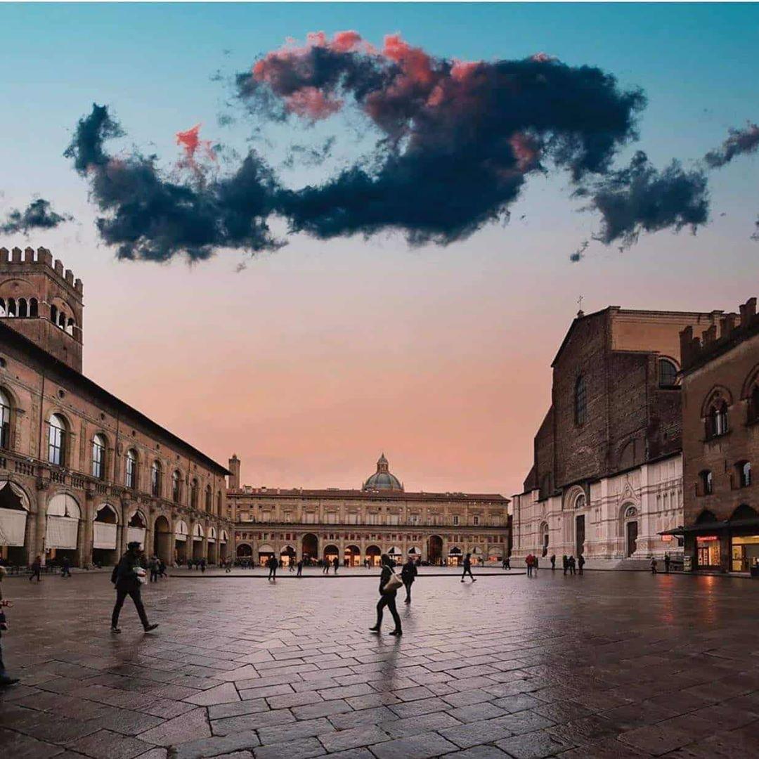 Bologna, Piazza Maggiore | Ph. @rosarifoggia