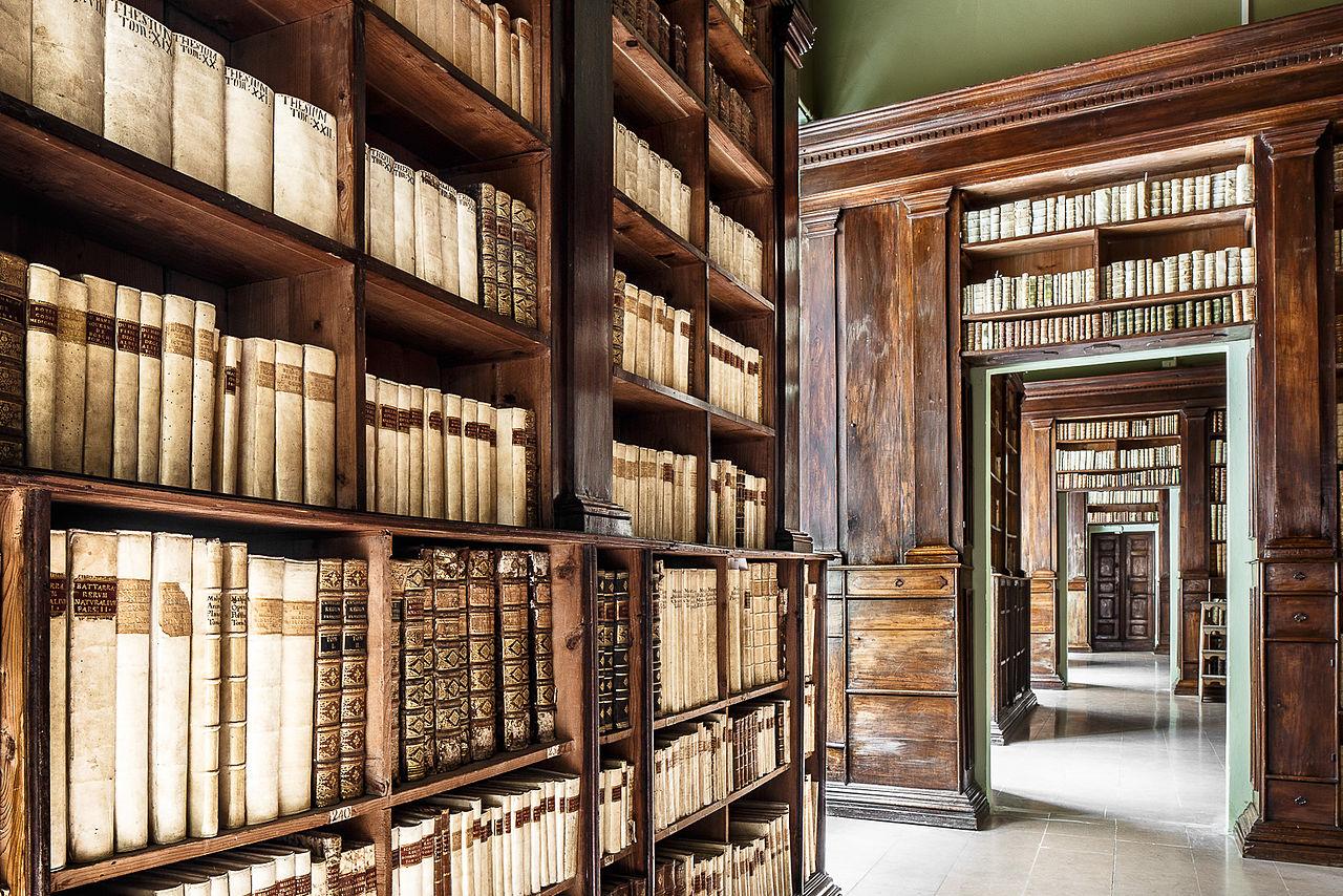 Interno Biblioteca Civica Gambalunga, Rimini | Ph. Ivan Ciappelloni