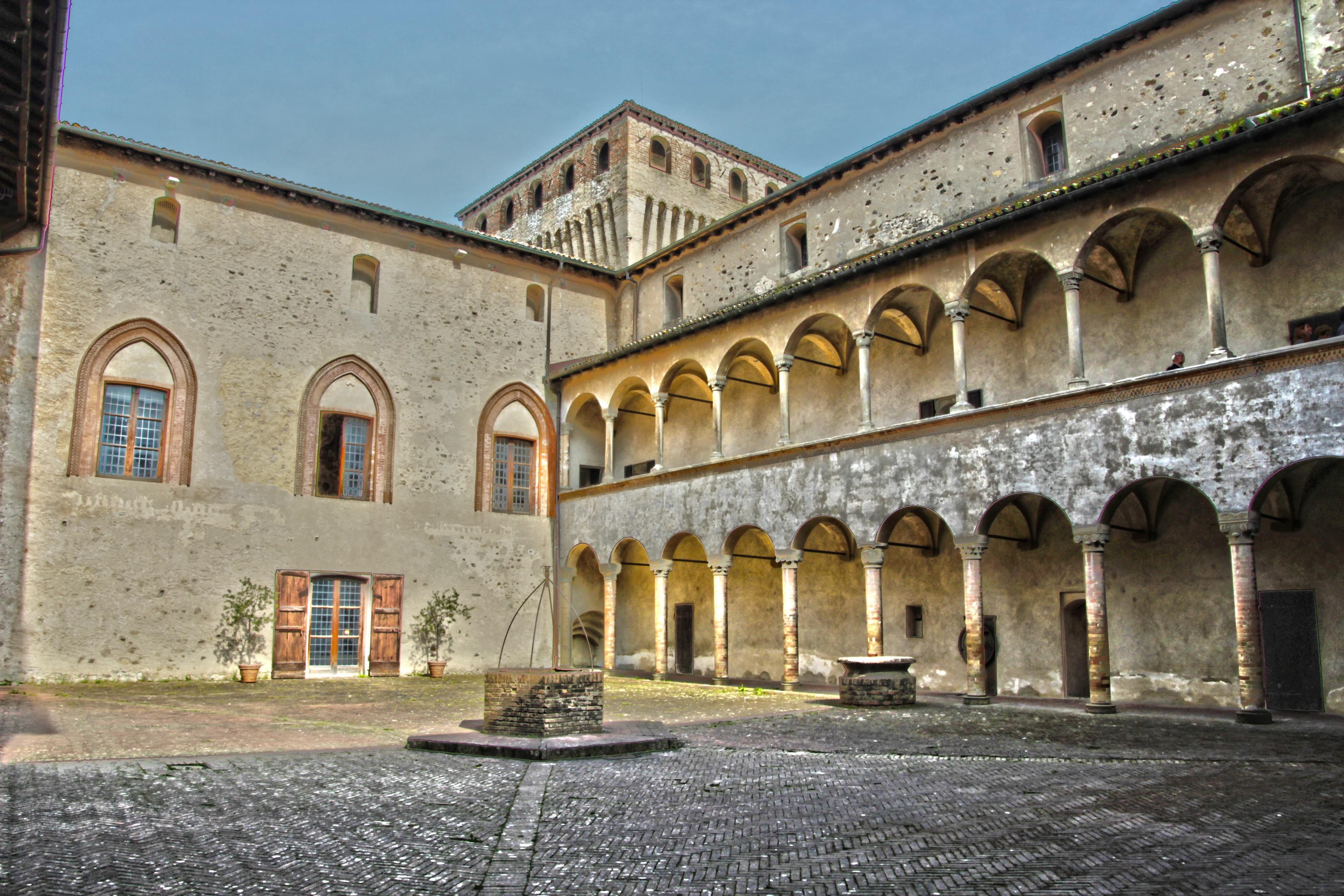 Castello di Torrechiara (Langhirano, Parma) - Cortile interno
