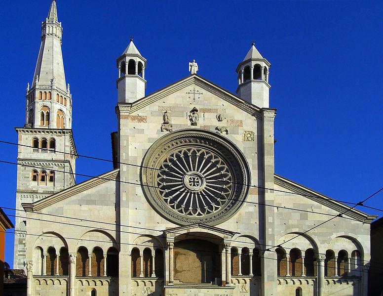 776px-Panoramica_del_Duomo_di_Modena_e_Ghirlandina