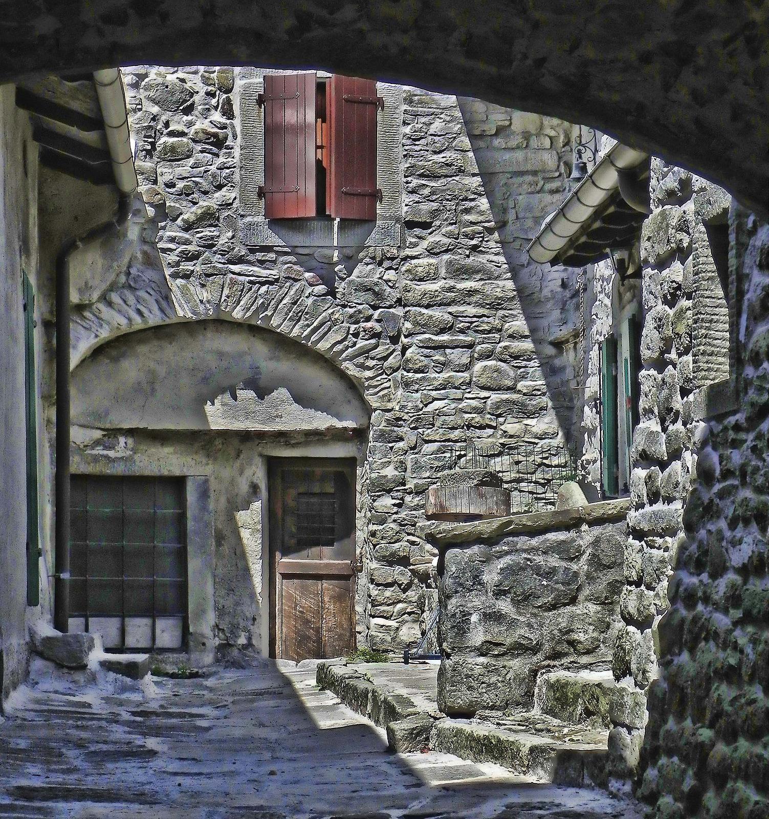 Tra le strade di Fiumalbo | Foto di Maurizio Buzacchi, via #Flickr