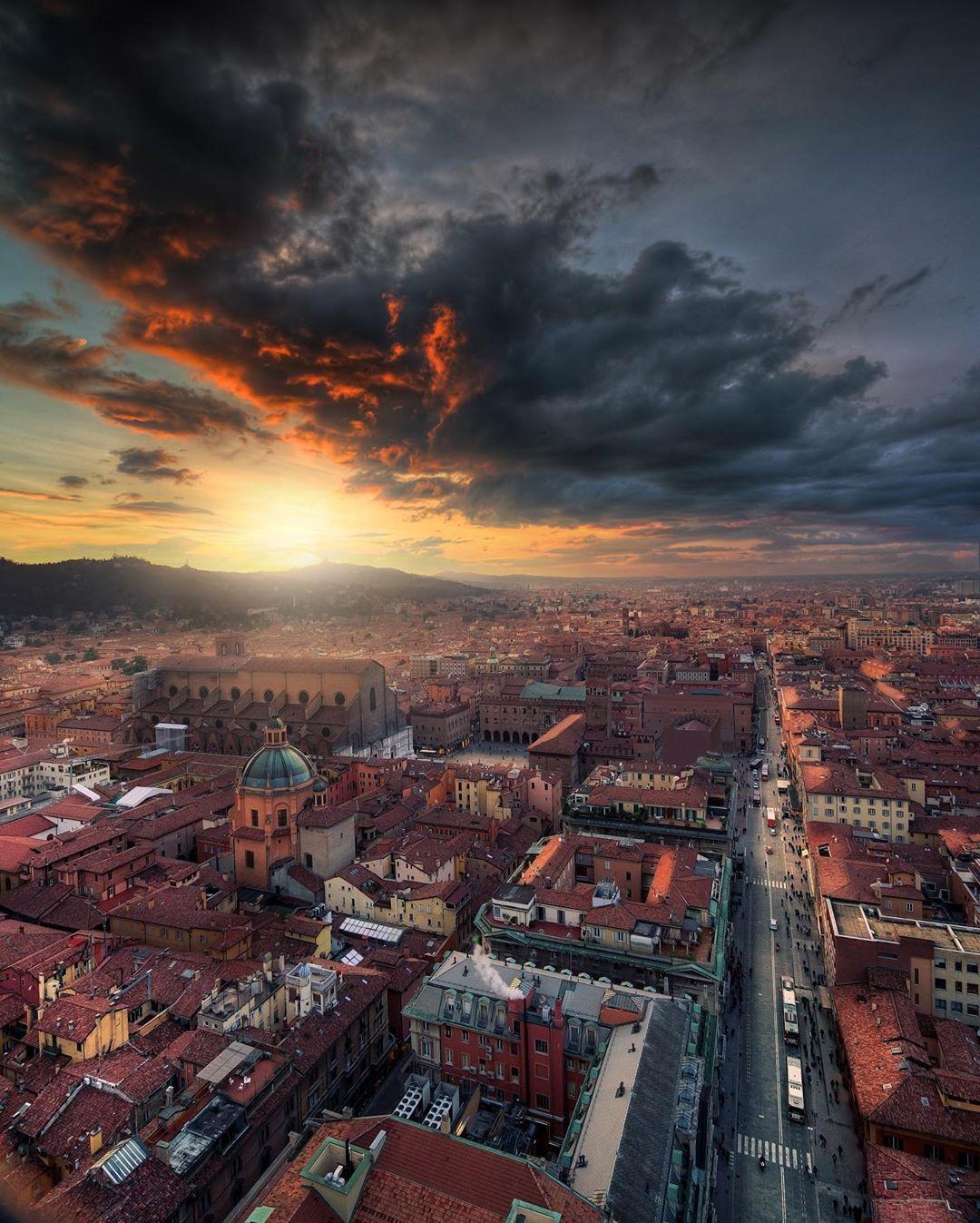 Bologna, vista dalla Torre degli Asinelli Ph. @dorpell via Instagram