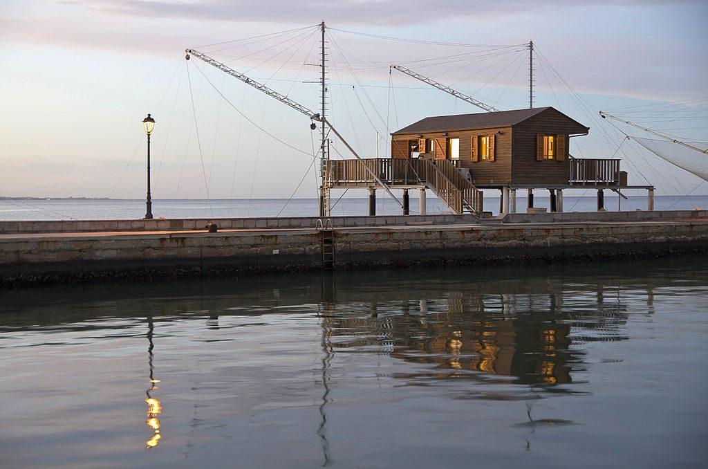 Capanno da pesca sul porto canale - Foto di marco della Pasqua. Foto partecipante al concorso Wiki Loves Monuments 2014