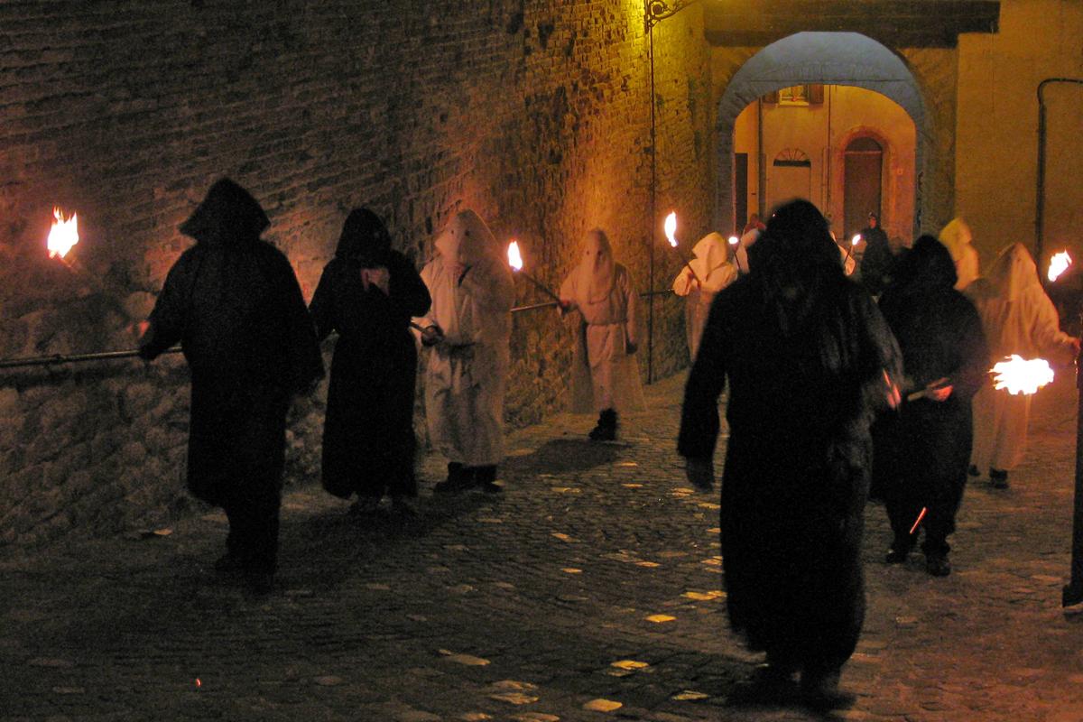 Montefiore Conca | Processione del venerdì Santo | Foto di Toni Pecoraro via Wikimedia