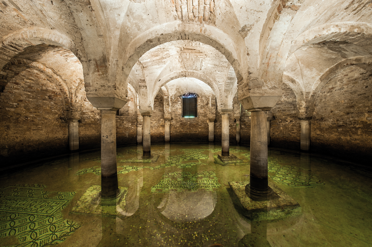 La cripta della basilica di San Francesco (Ravenna)