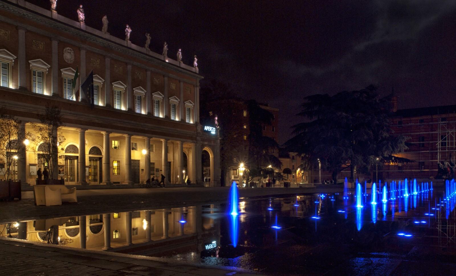 San Valentino in città - Fontana del Treatro Romolo Valli a Reggio Emilia, ph. giangattobarigazzi WLM 2014