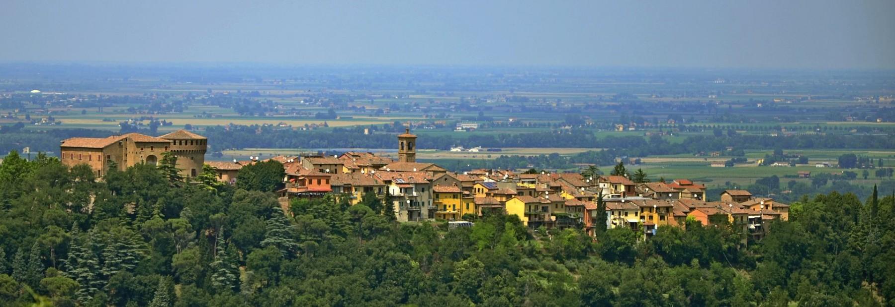 Dozza vista sul borgo - Foto di Durelli Massimo via Wikipedia