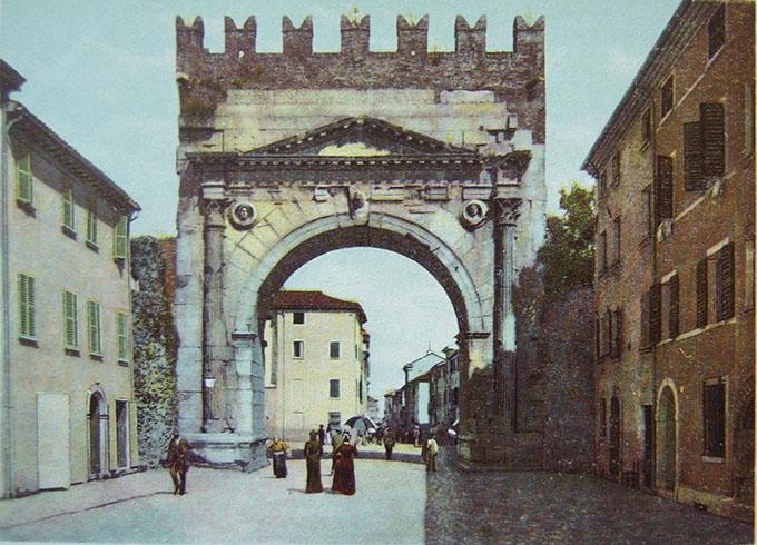 Arco di Augusto (Rimini) cosi come appariva nel 1903