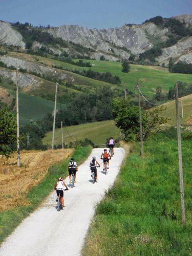 bologna, trekking col treno in bici a monte bibele ph. Trekkingcoltreno.it