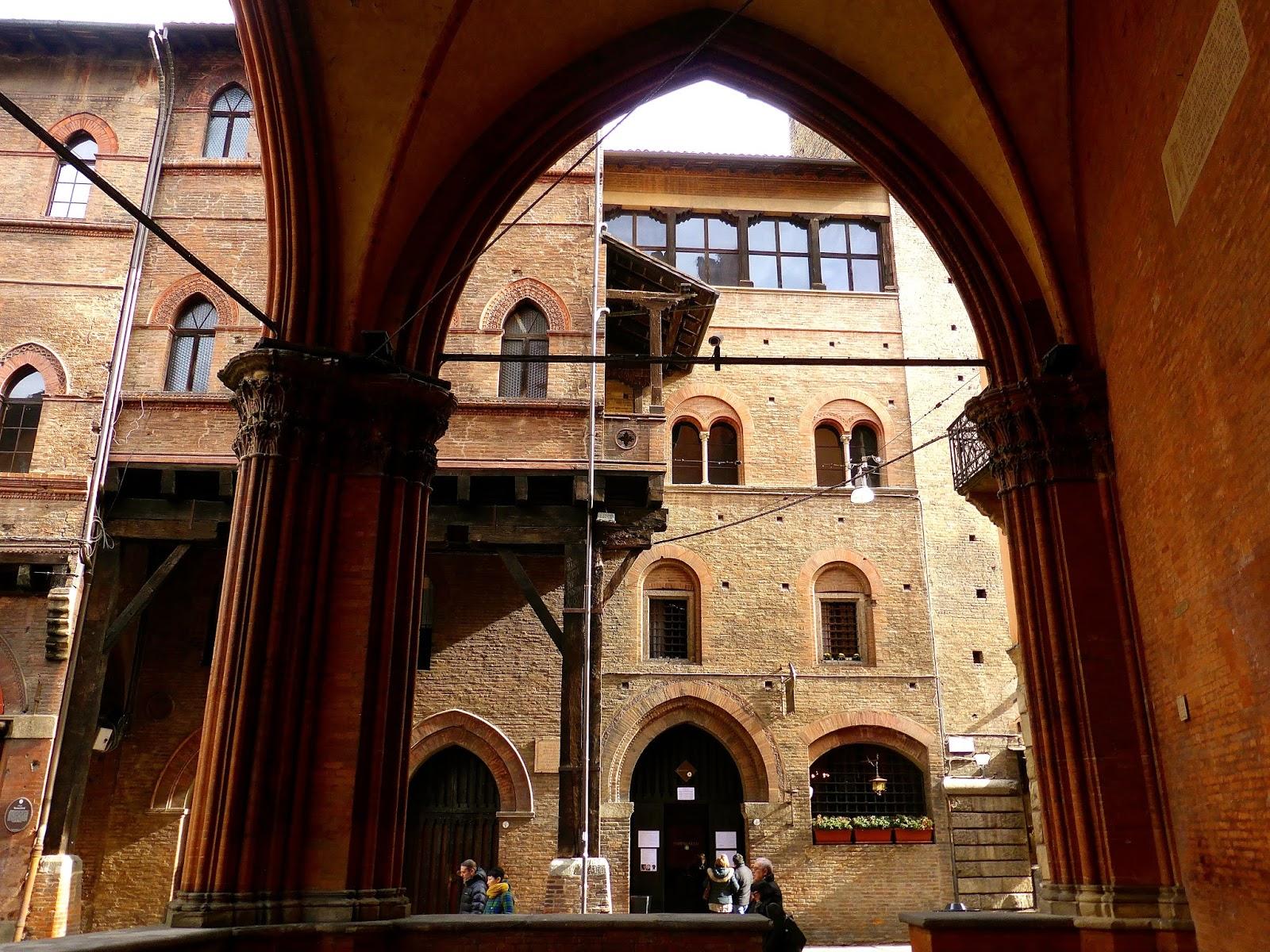 Il portico delle Case Reggiani-Seracchioli, Bologna