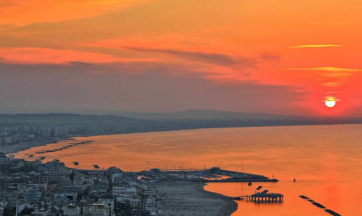 Tramonto su Gabicce Mare | Foto tratta da michelacci.com