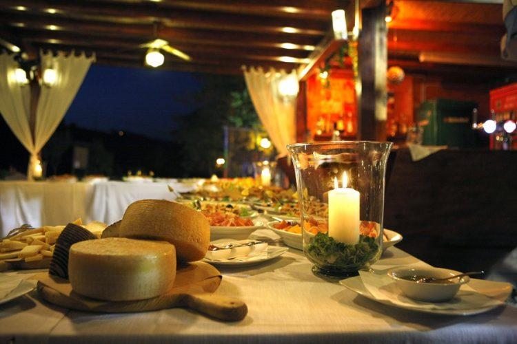 menù natalizio alternativo tavola imbandita