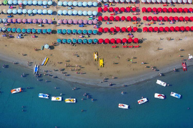 spiaggia-area-ombrelloni-mare-ph.davide-piras-APT-servizi-CC_BY_NC_SA