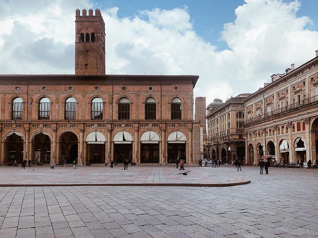 Bologna, Piazza Maggiore   Ph. @_no__fresh