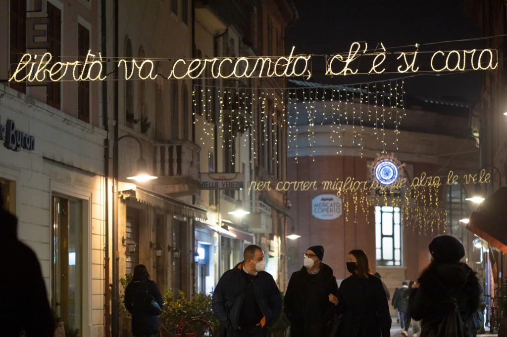 Ravenna, luminarie Dante