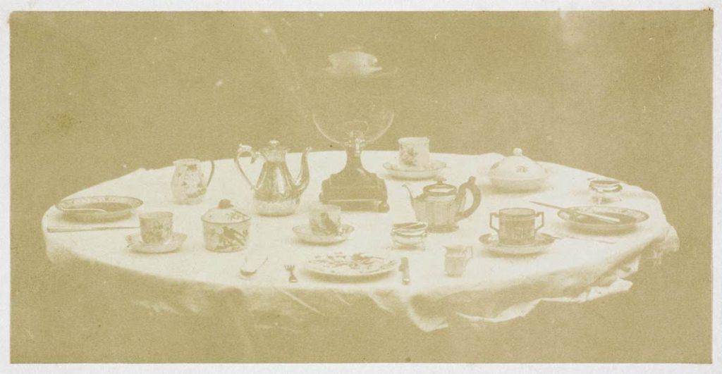 William Henry Fox Talbot, Table set for tea, 1841-1842, Roma, Istituto centrale per la grafica