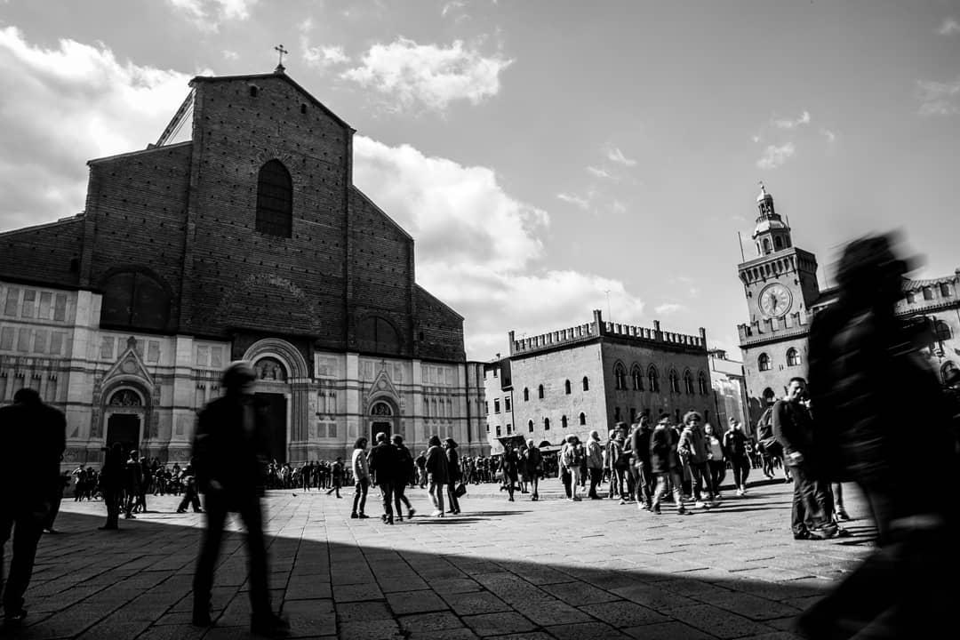 Bologna, Piazza Maggiore   Ph. @nicolaghiselli