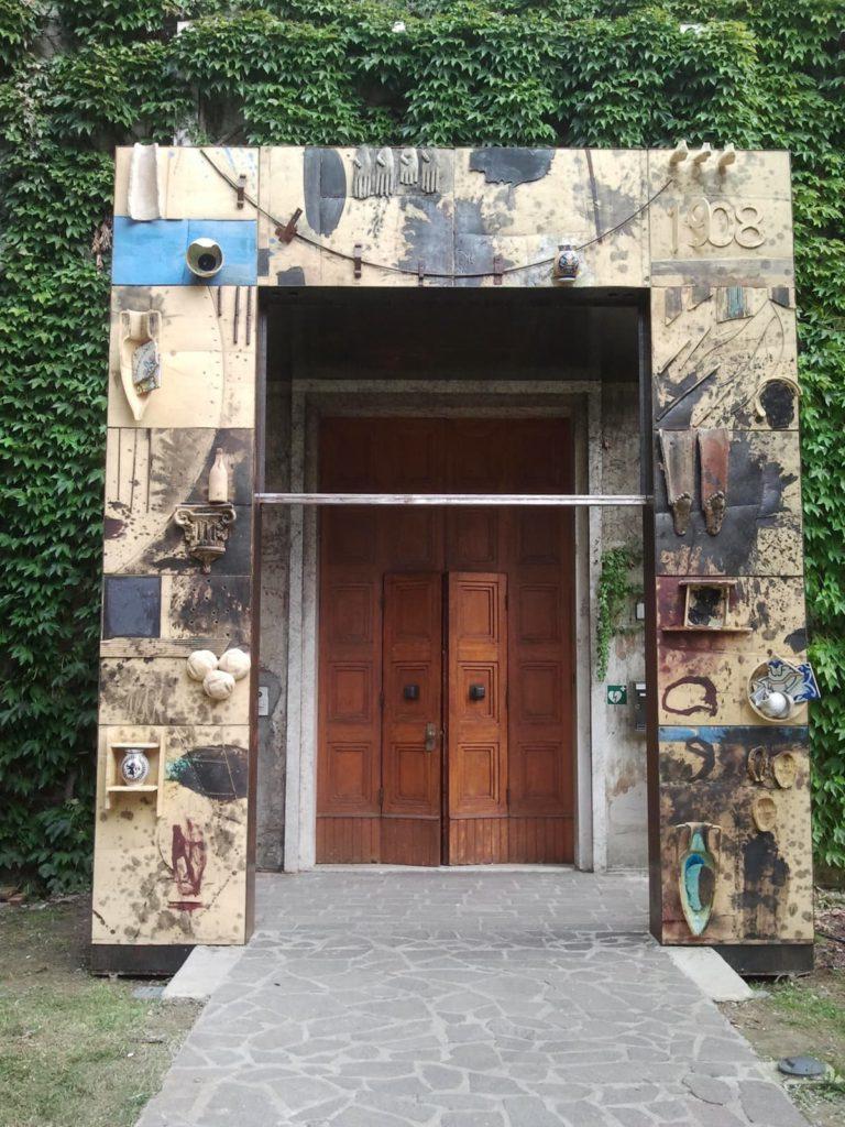 Ingresso MIC di Mimmo Paladino, Faenza