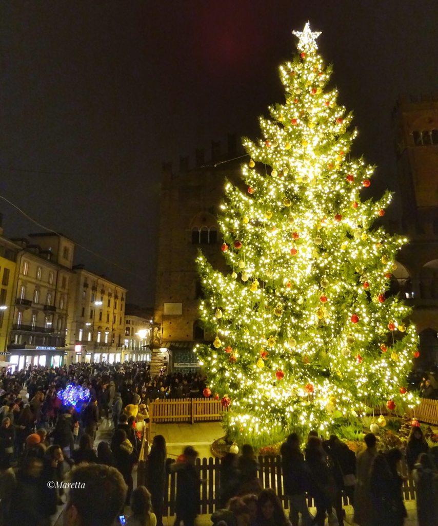 Natale a Bologna | Ph. @maraangelini733