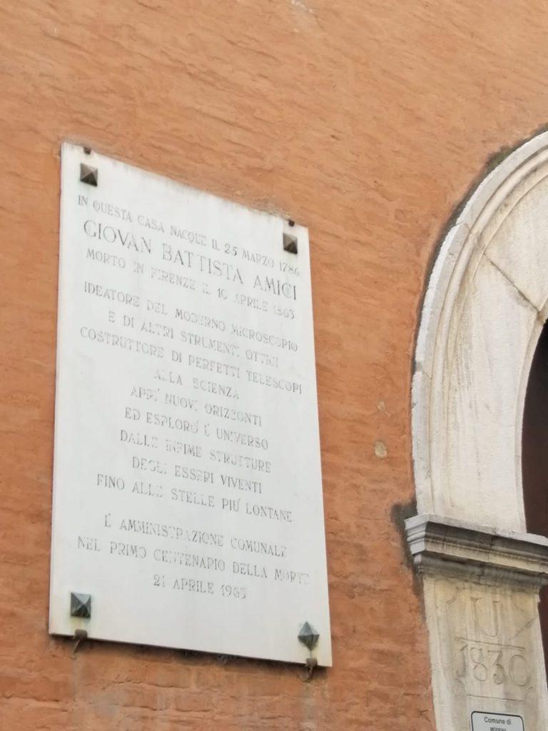 Lapide sulla casa di Giovanni Battista Amici in via dei Servi 55 Ph. A.Mascello 2021