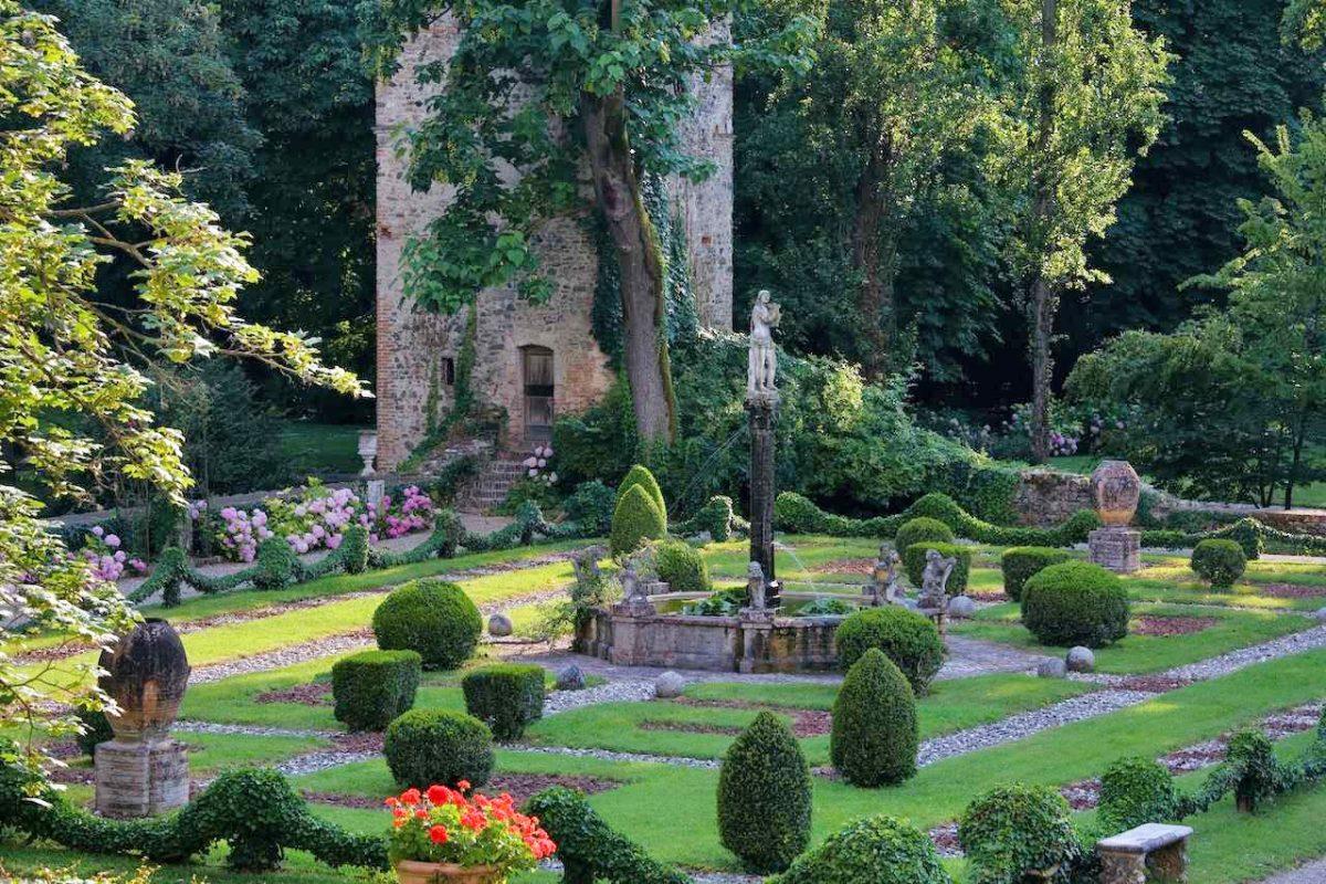 Castello di Grazzano Visconti | Foto di Dario Fusaro da Archivio Fotografico Grandi Giardini Italiani