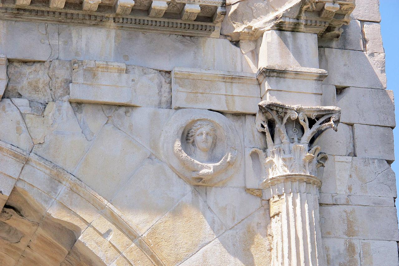 Particolare dell'Arco di Augusto (Rimini)