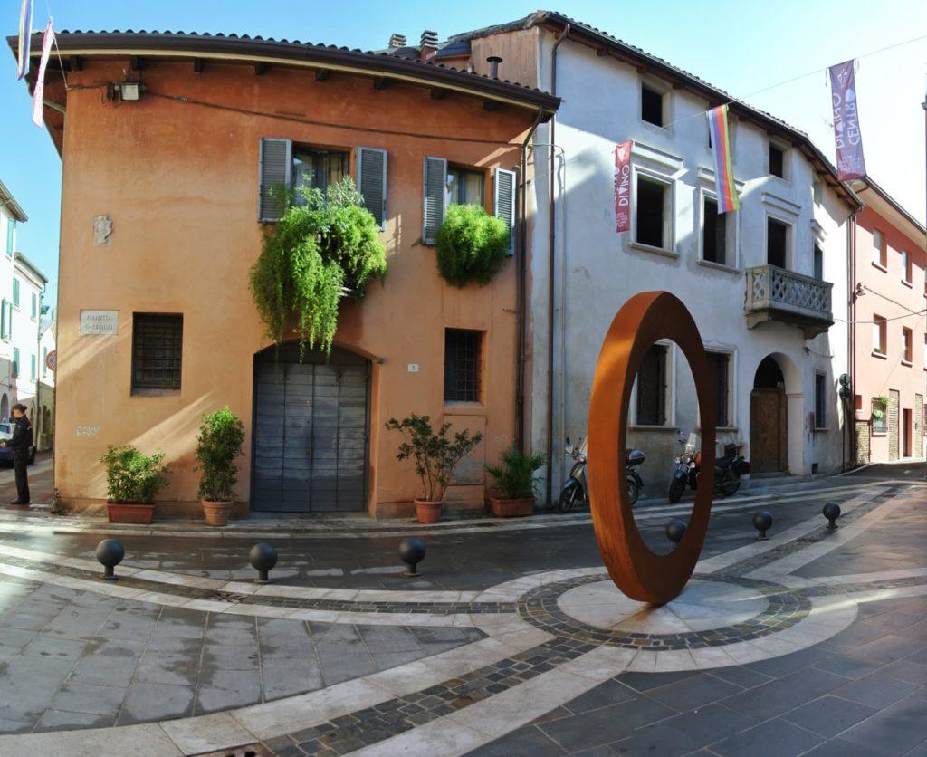 Anello Ritrovato di Mauro Staccioli, Piazzetta Zavagli, Rimini