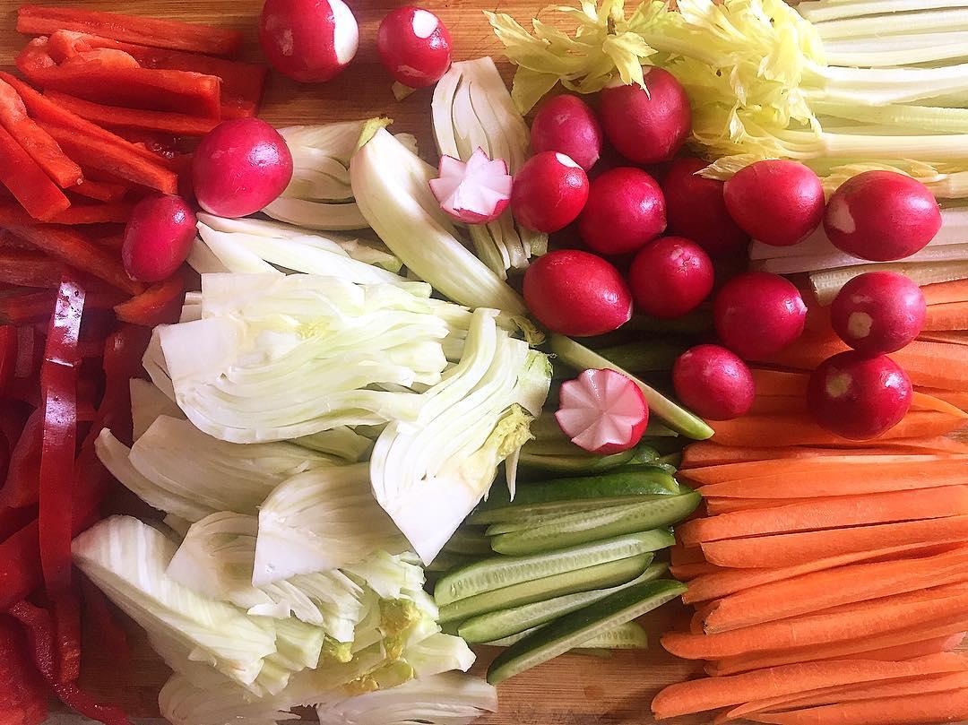 Pinzimonio. Il piatto degli dei e dei vegetariani | Foto di @katarinaraniakova, via Instagram