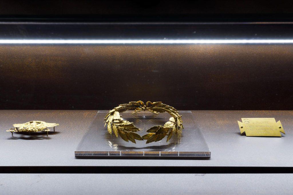 Dante Museum, Montevideo Room, golden crown | Ph. Marco Parollo, Archive of Ravenna Municipality