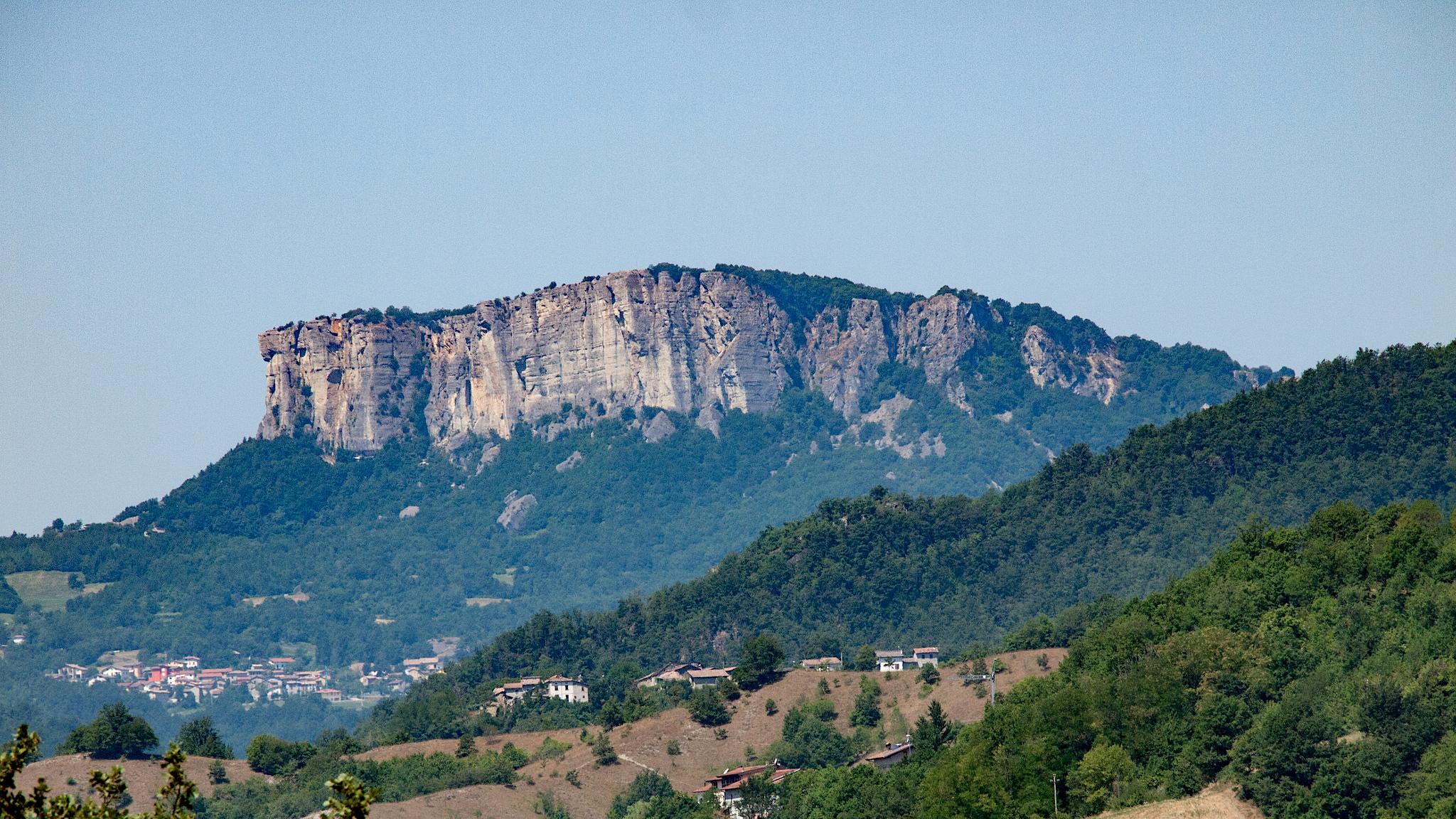 Pietra di Bismantova | Pic by Paul Barker Hemings, via Flickr