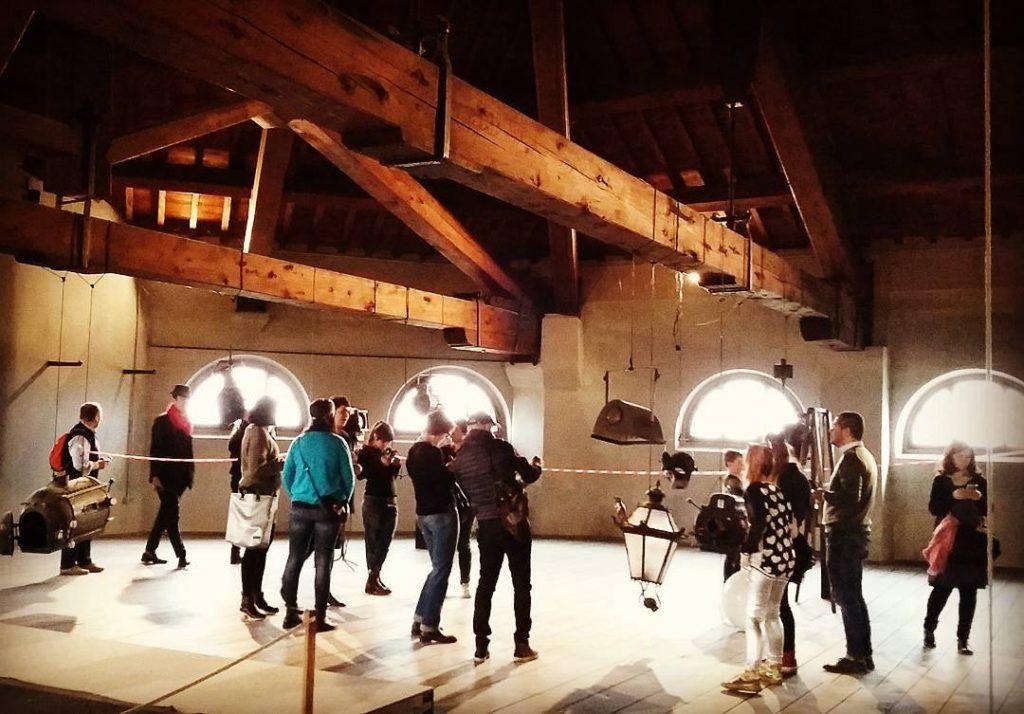 """Igers in soffitta, ossia nella """"Sala dei pittori"""", dove venivano dipinte le scene e calate, tramite apposite feritoie, sul fondo del palcoscenico Foto di @soniagambarati"""