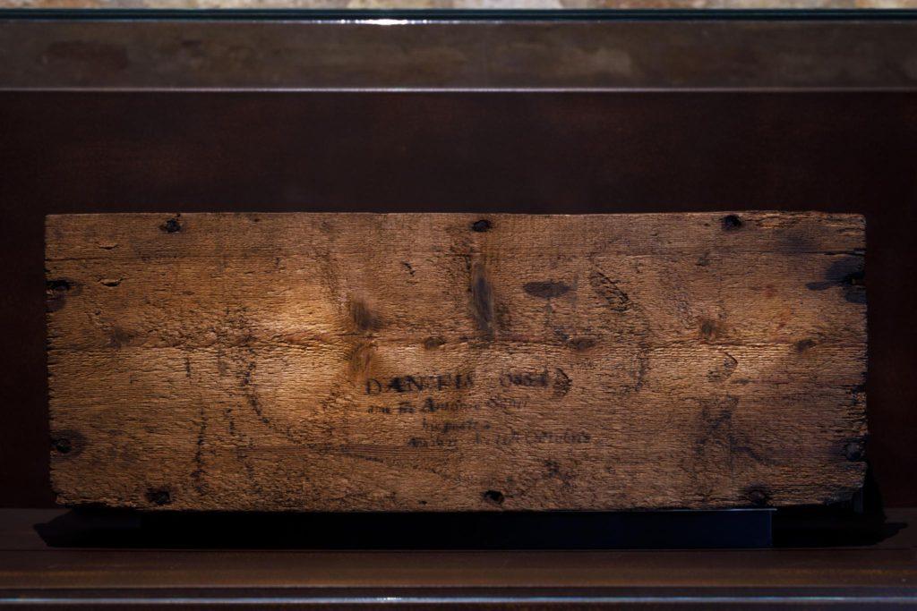 Dante Museum, Room of Worship, wooden box of bones | Ph. Marco Parollo, Archive of Ravenna