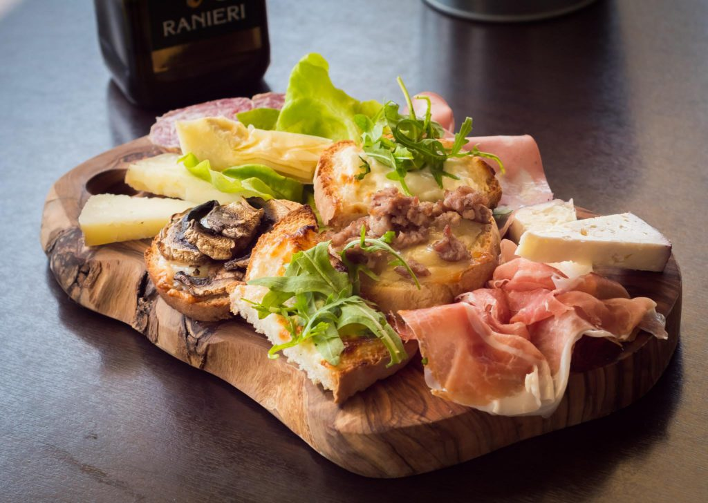 San Marino, Bruschetta ph FoodFunTravel