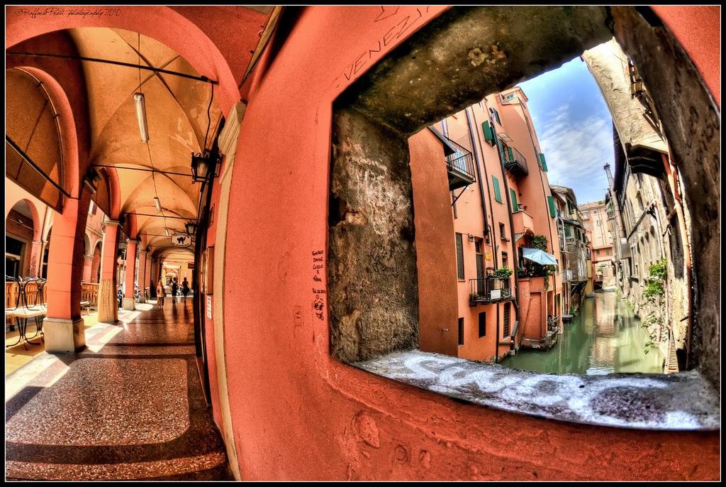 San Valentino in città - la finestrella di Via Piella ph. Raffaele Preti