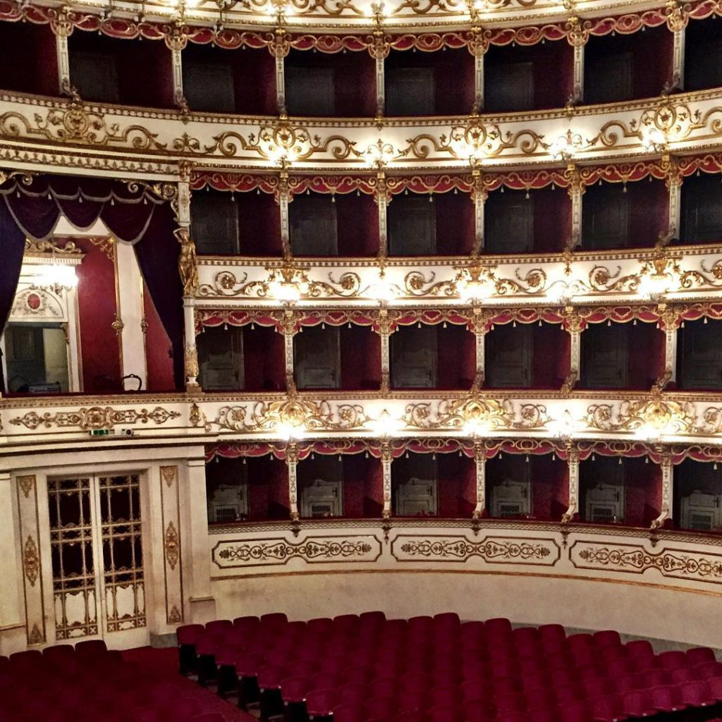 Teatro Valli Foto di @morantedavide