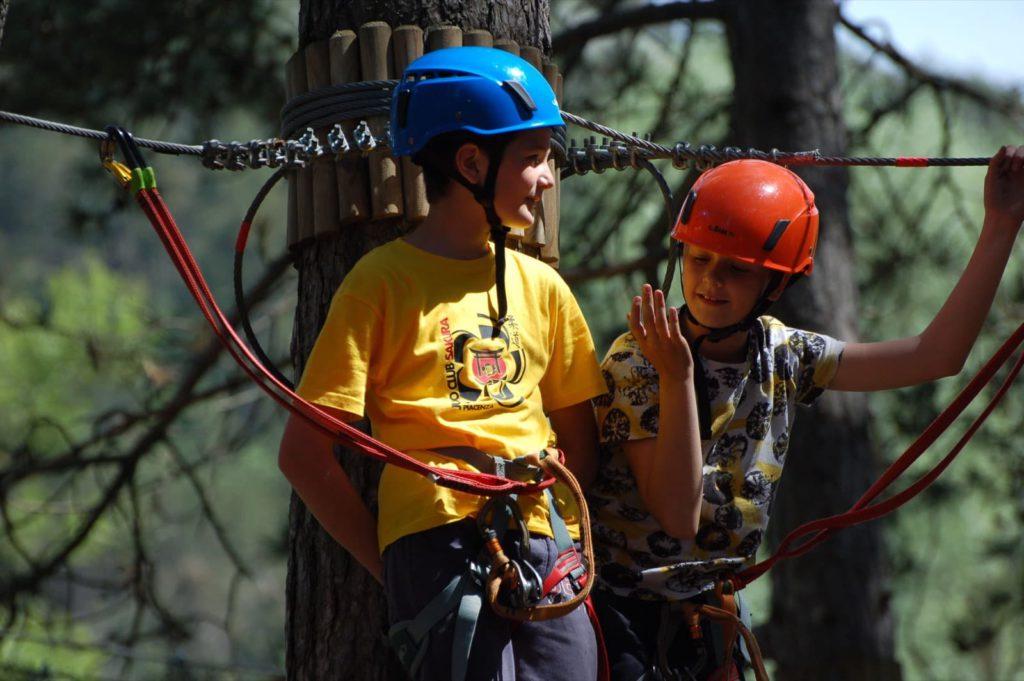 Bambini sul Ponte di corde, Parco Avventura Val Trebbia (PC)