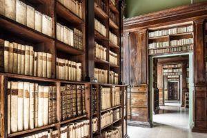 5 historical libraries not to be missed in Emilia Romagna