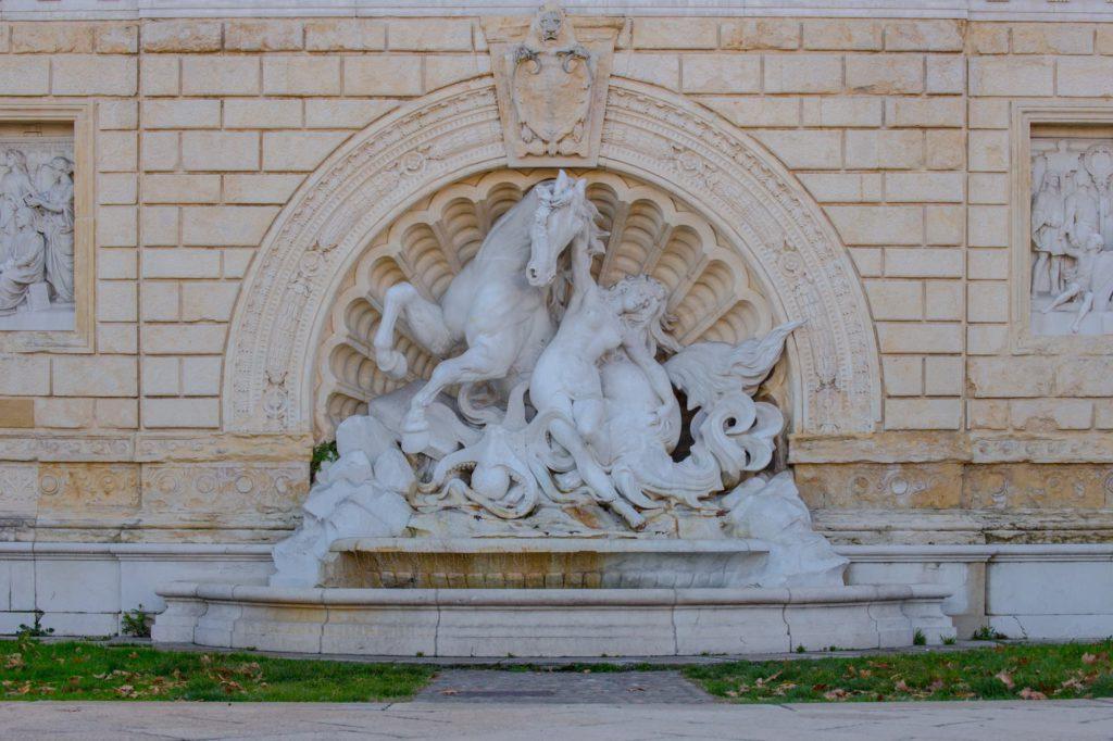 Bologna, fontana alla scalinata del Pincio ai Giardini della Montagnola, ph. bolognawelcome.com