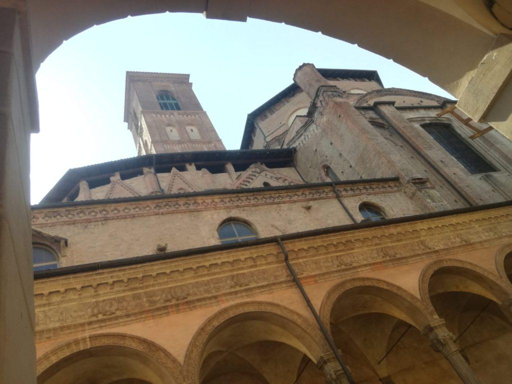 Bologna, portici e San Giacomo in Via Zamboni, ph. Giada Rubinato