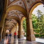 Bologna, portico di Piazza Cavour, archivio Bolognawelcome.com