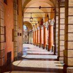 Bologna, portico di Piazza Santo Stefano, ph. raubontheroad