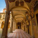 Bologna, portico e cortile dell'Archiginnasio, Archivio Bologna Welcome.com