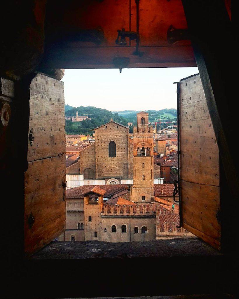 Bologna vista dal campanile di San Pietro | Ph. @luciabucciarelli via Instagram