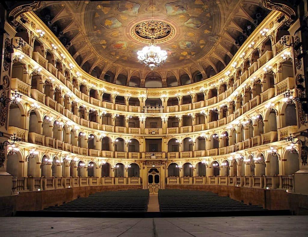 Bologna, Teatro Comunale, ph. Lorenzo Gaudenzi via Wikimedia
