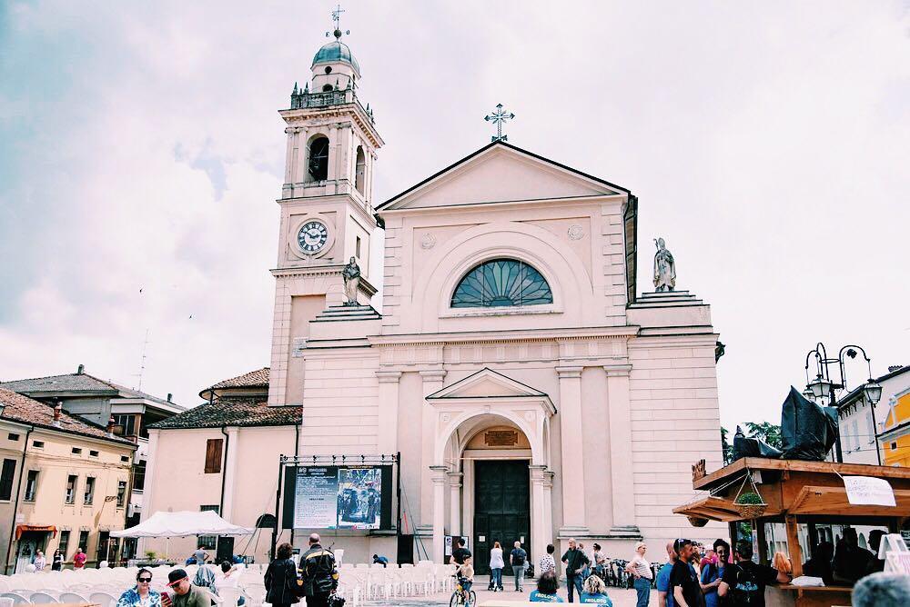 Brescello, Piazza Matteotti   Ph. @ilmondodidoncamillo via Instagram