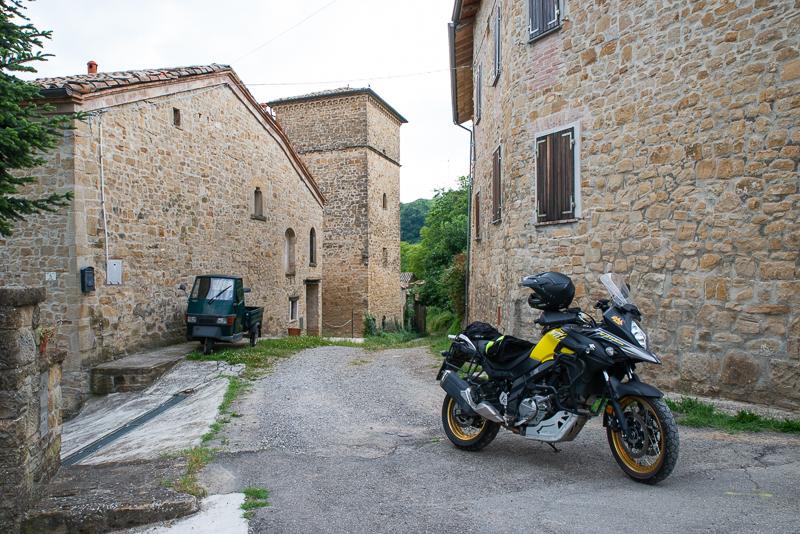 Appennino Reggiano, in moto tra case a torre e borghi rurali
