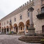 Bertinoro – Colonna della Anella e Piazza della Liberta Ph. Proloco Bertinoro